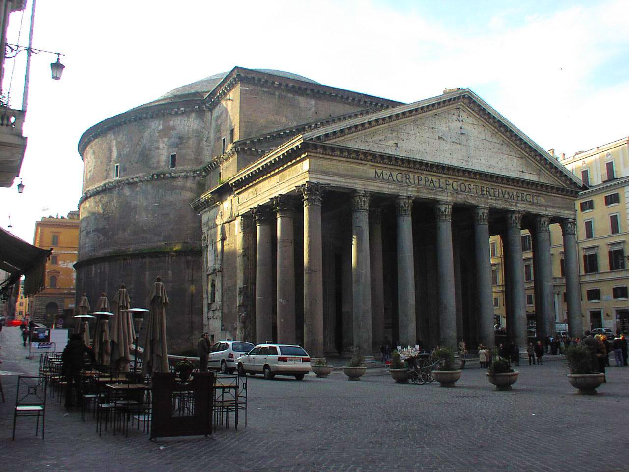 Le panthéon romain vu de l'extérieur.